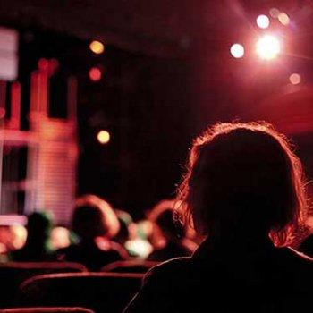 critique théâtre cinéma