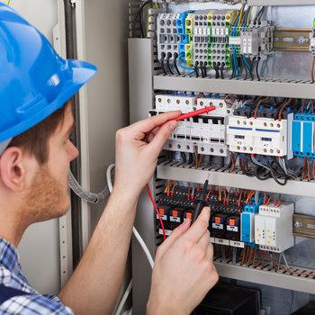 Electricien de maintenance