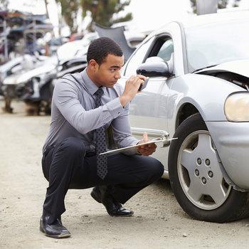 Estimateur des dommages de véhicules automobiles