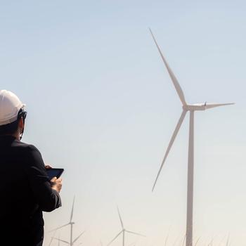 ingénieur en construction d'éolienne