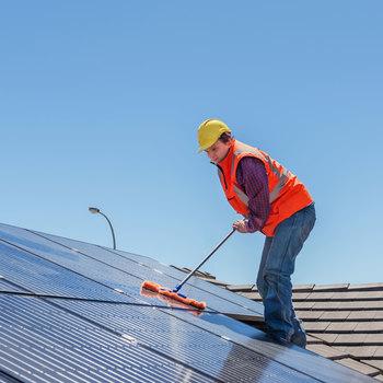Nettoyeur d'installations solaires photovoltaïques