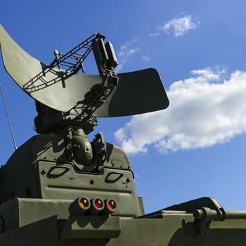 Opérateur radar surveillance du champ de bataille